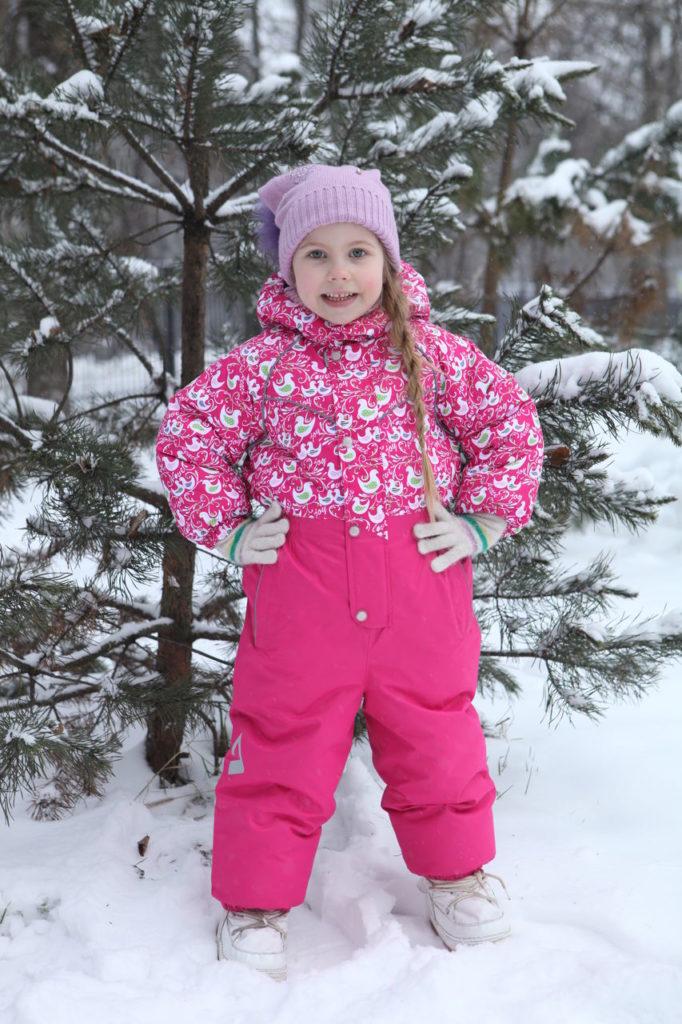 самые красивые и модные зимние комбинезоны для девочек зима 2018, тенденции и тренды на фото 4